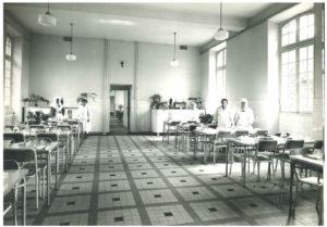 Réfectoire de l'hôpital de Navarre dans les années 1970
