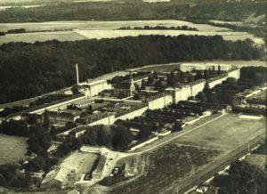 Vue aérienne du Nouvel Hôpital de Navarre dans les années 70